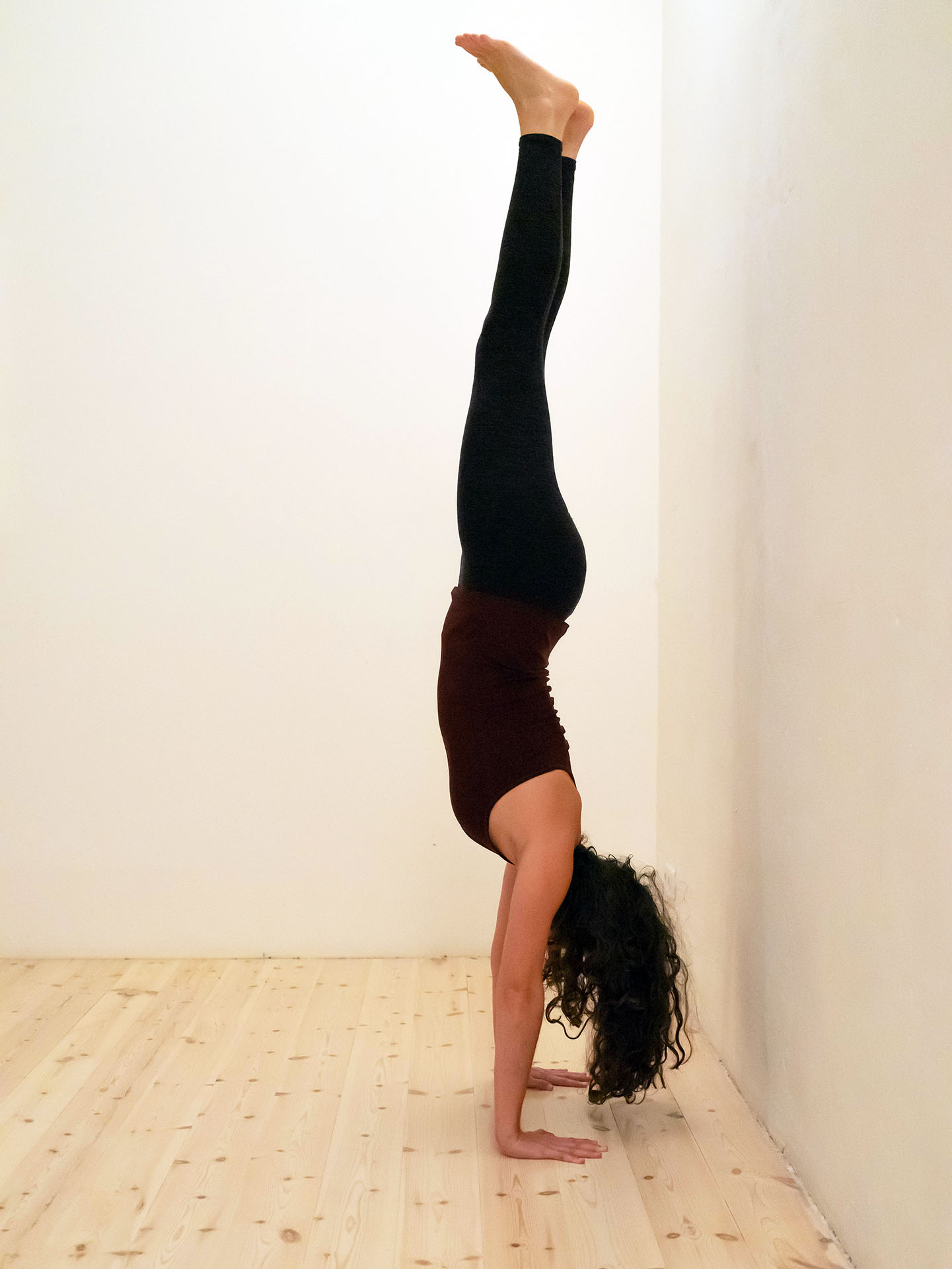 Headstand Leg Waves